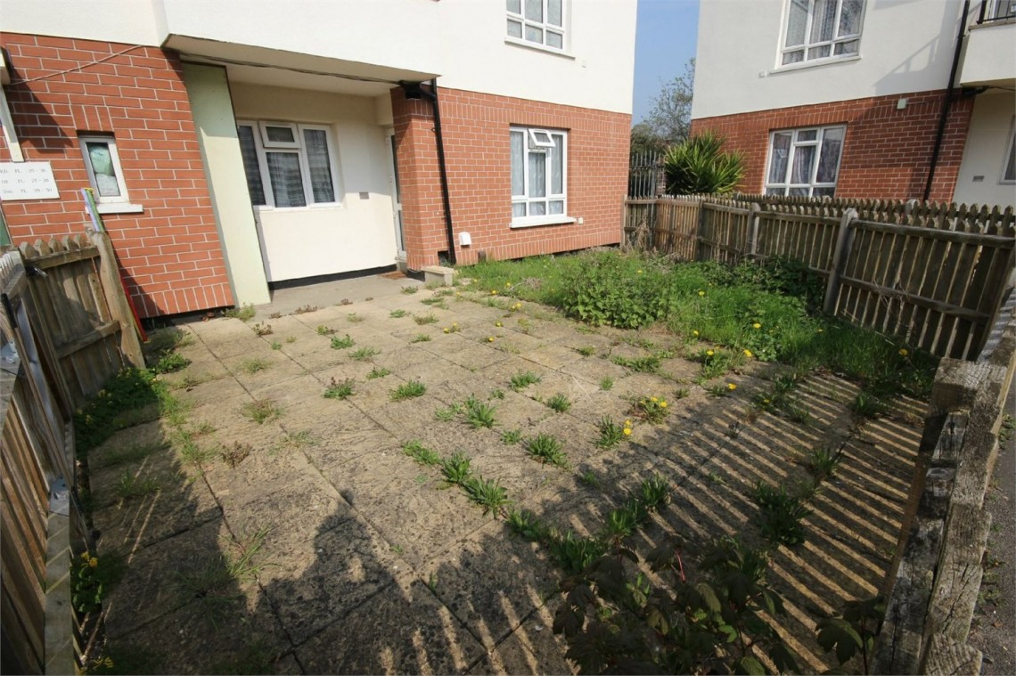 Images for Darrell Close, Langley, Berkshire EAID:1107654930 BID:8325406